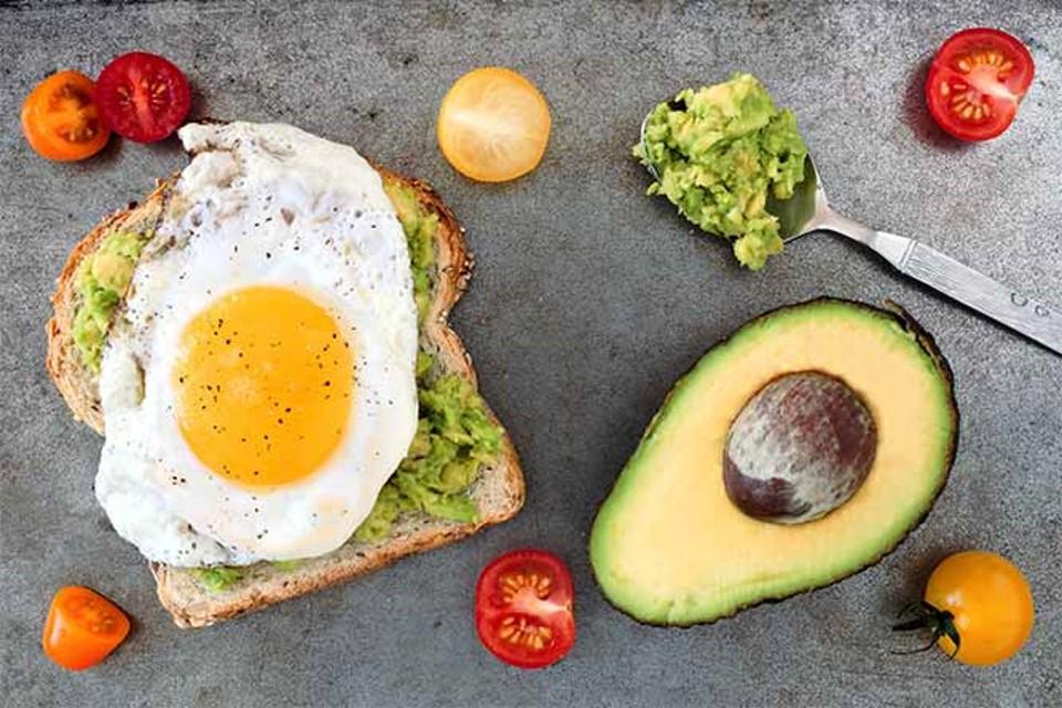 avo & egg breakfast